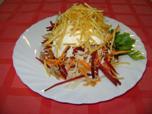 Французский салат с картошкой и овощами