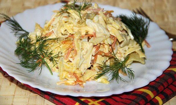 Картофельный салат с копченым окороком