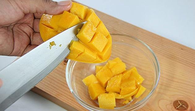 нарезаем манго