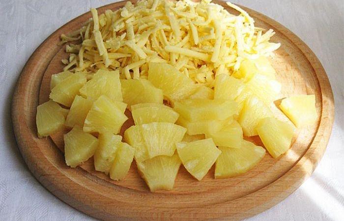нарезаем ананас